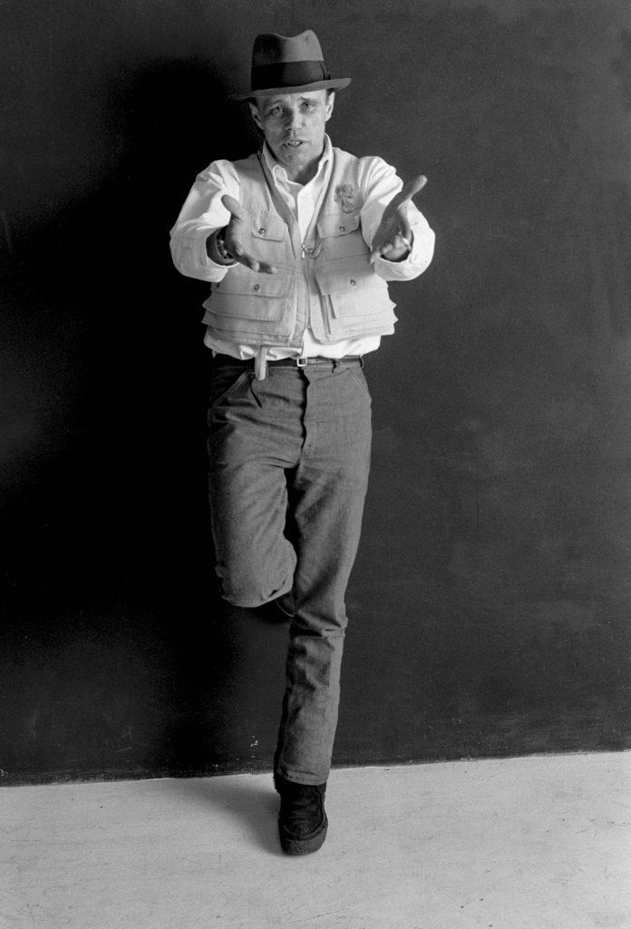 Joseph Beuys, Scultura invisibile performance in studio, 1973 Foto di Elisabetta Catalano