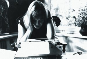 Ingeborg Bachmann a Berlino, 1960. Fotografo sconosciuto