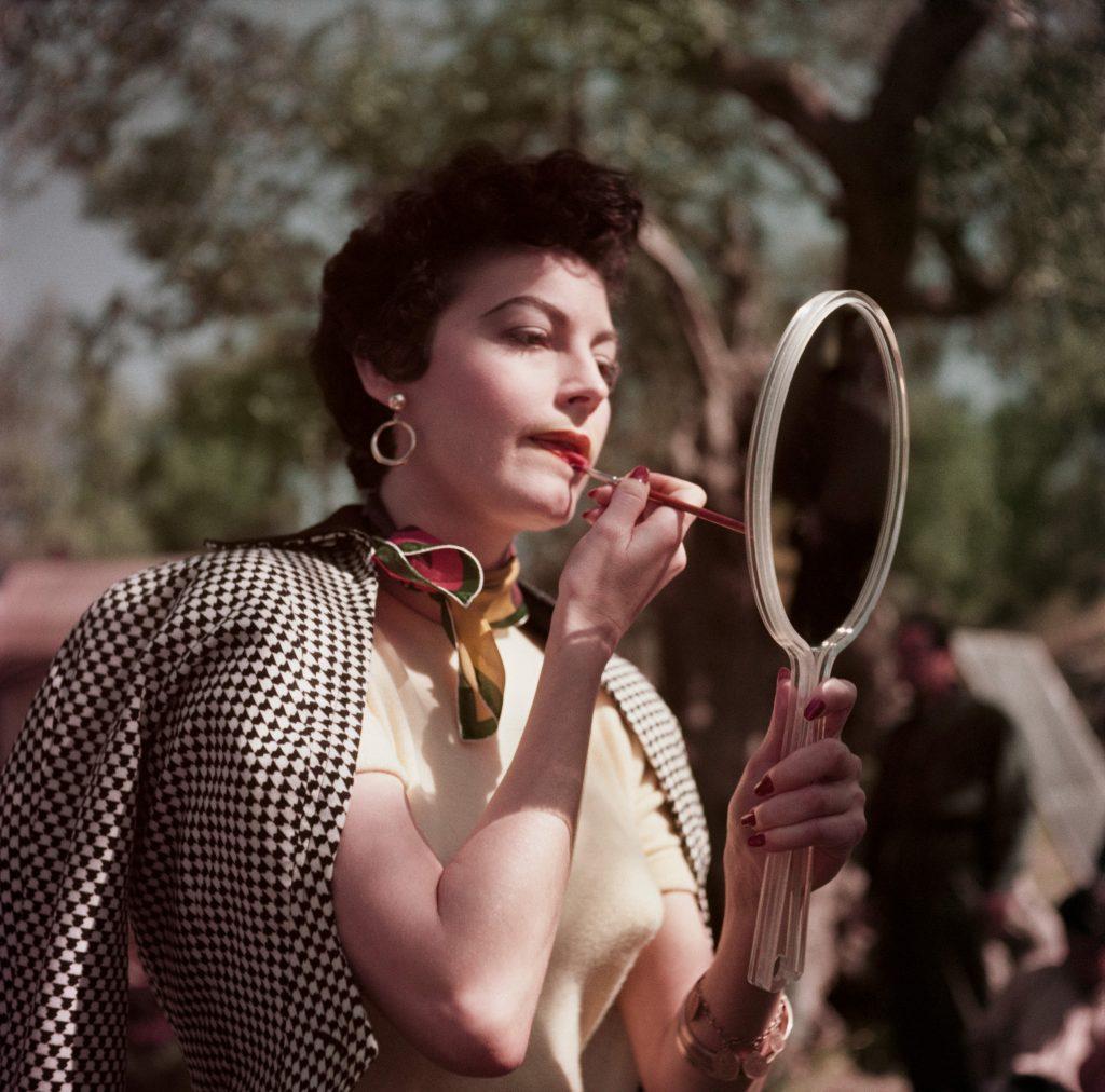 Robert Capa, [Ava Gardner sul set della Contessa Scalza, Tivoli, Italia], 1954. © Robert Capa International Center of PhotographyMagnum Photos