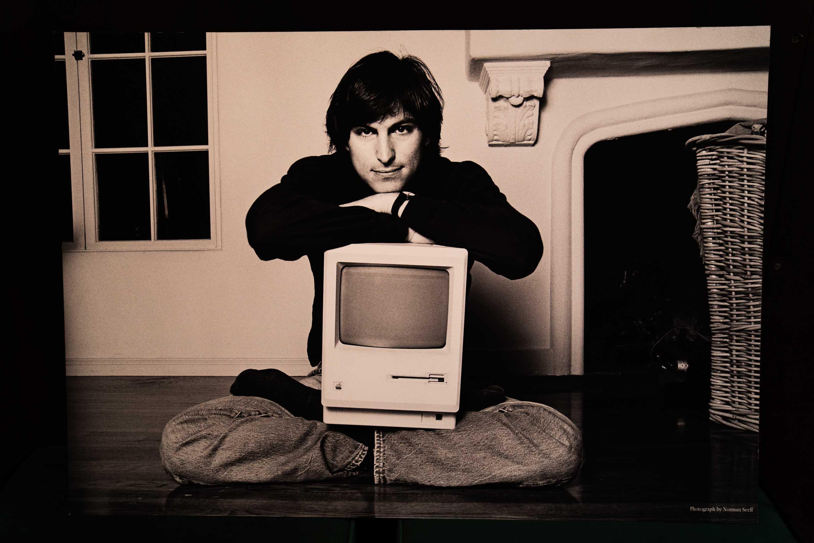 La prima mostra del Mec è dedicata a Steve Jobs, fondatore di Apple