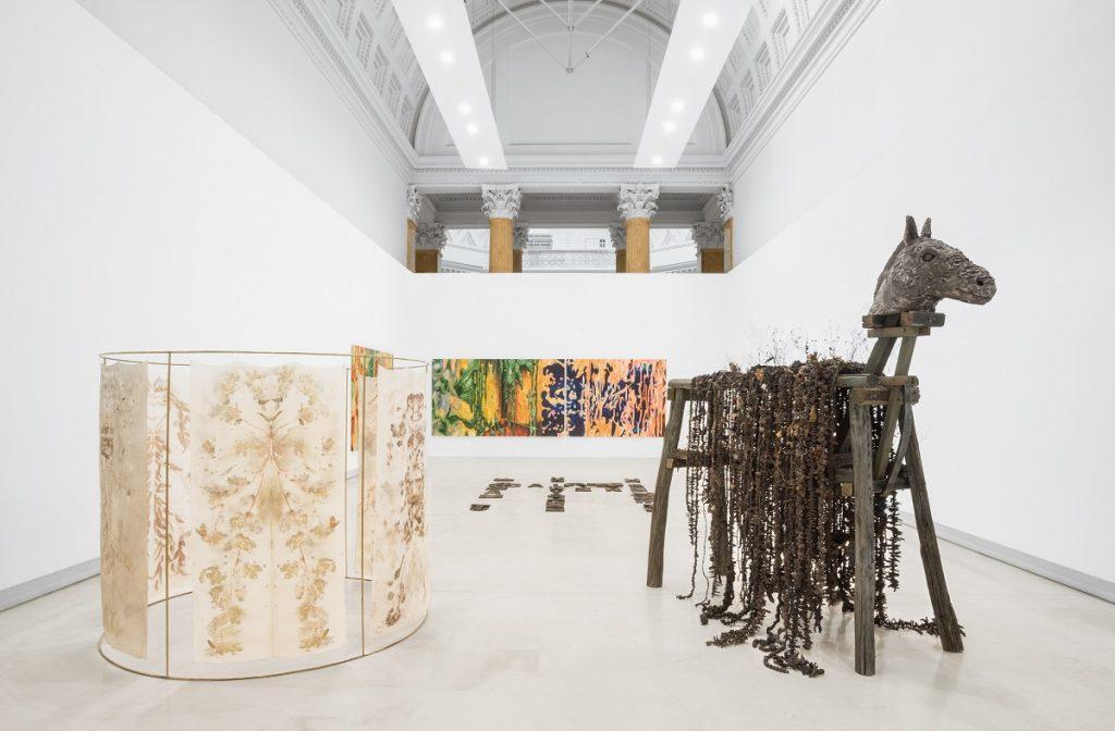 Quadriennale d'arte 2020 FUORI, veduta dell'allestimento. In primo piano Chiara Camoni, sul pavimento Raffaela Naldi Rossano, alle pareti Diego Gualandris, courtesy Fondazione La Quadriennale di Roma, foto DSL Studio