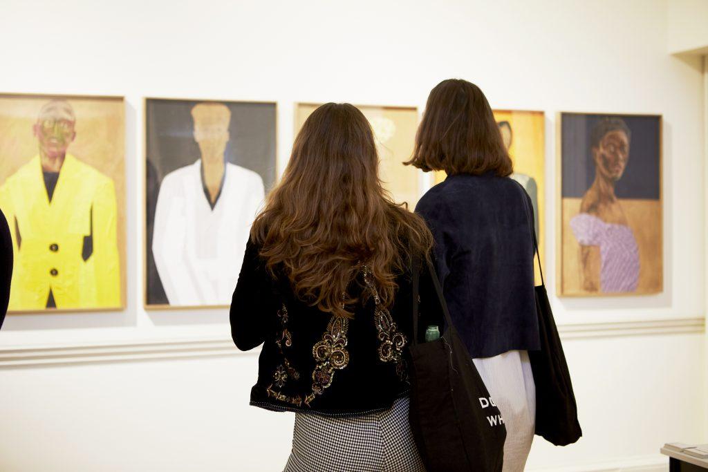 Tra le notizie dal mondo dell'arte di oggi, le riflessioni di Artnet dal mondo delle fiere (Courtsey of Rocio Chacon)