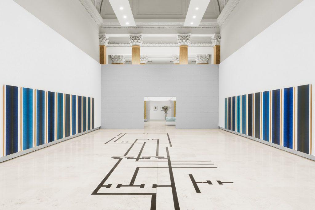 Quadriennale d'arte 2020 FUORI, veduta dell'allestimento. Al centro, Micol Assaël; alle pareti, Irma Blank, courtesy Fondazione La Quadriennale di Roma, foto DSL Studio
