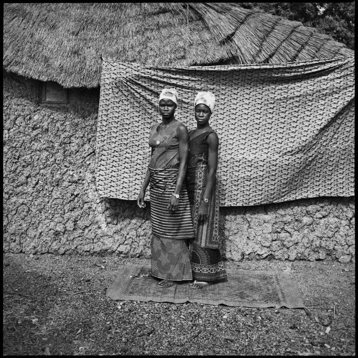 Sanlé Sory 'Les Deux Villageoises au Pagne, 1974'