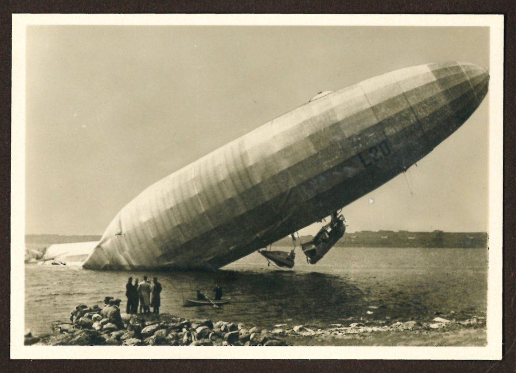 Dirigibile della marina arenato sulla costa norvegese, tratto dal libro Zeppelin-Weltfahrten II, 1936