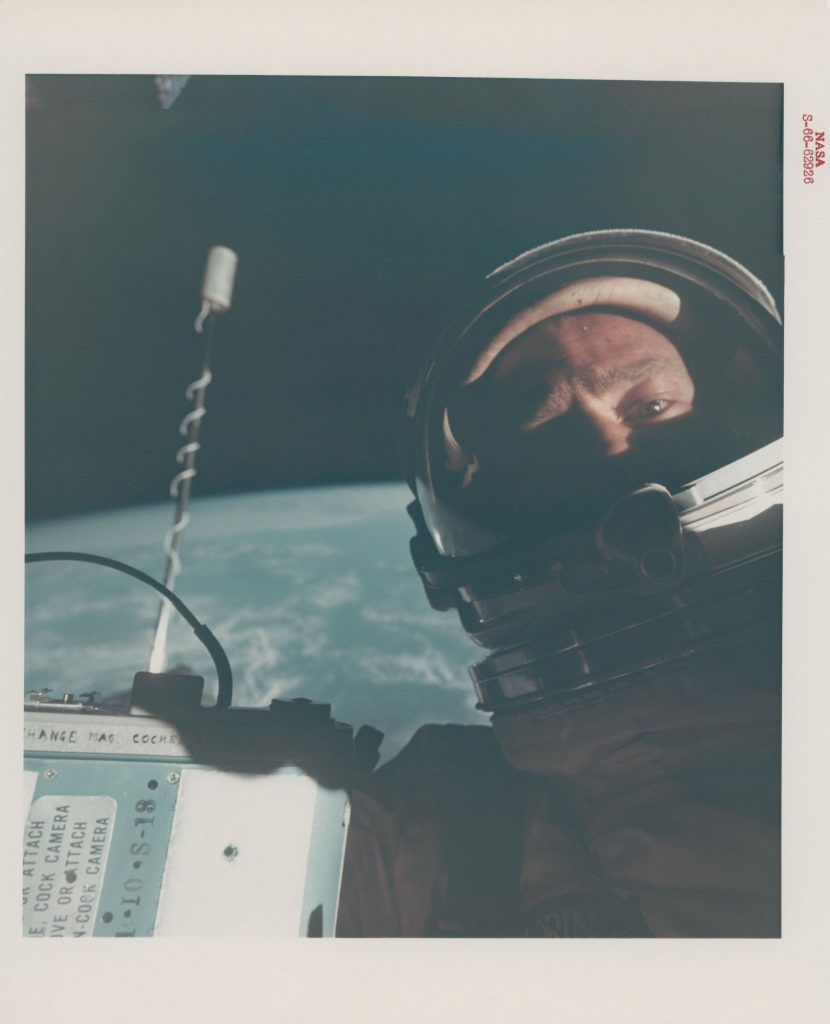 First self-portrait in space, November 11-15, 1966. Stima: GBP 6,000 - GBP 8,000. Christie's, Voyage to Another World