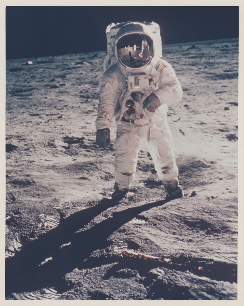 Buzz Aldrin's gold-plated visor reflects the photographer and the LM Eagle, July 16-24, 1969. Stima: GBP 4,000 - GBP 6,000. Christie's, Voyage to Another World