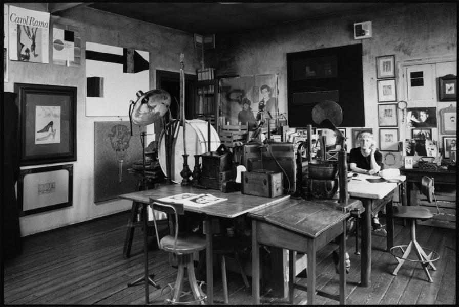Carol Rama nella sua casa studio. Foto Pino Dell'Aquila © Archivio Carol Rama, Torino