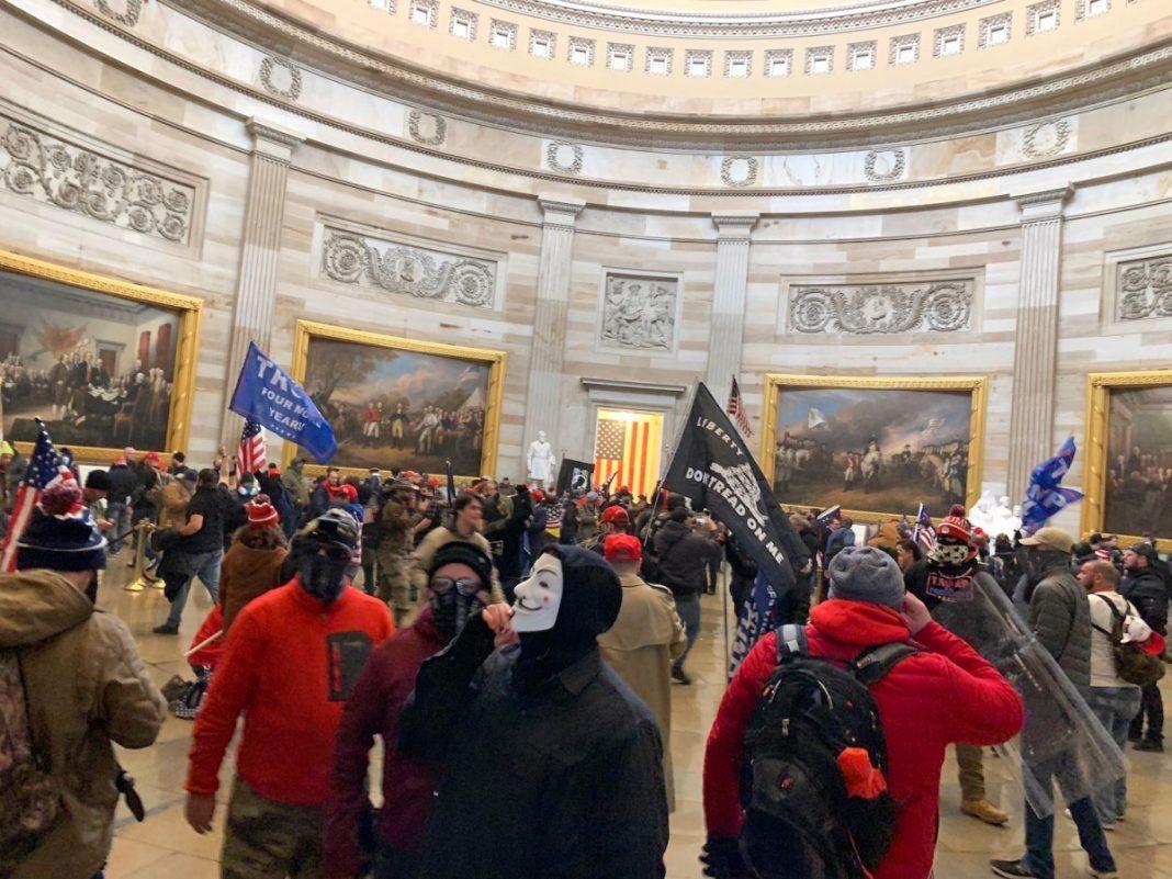 Tra le notizie del mondo dell'arte di questa settimana, la reazione dei musei americani ai fatti di Capitol Hill (fot. Bucky Turco/ fonte: Hyperallergic).