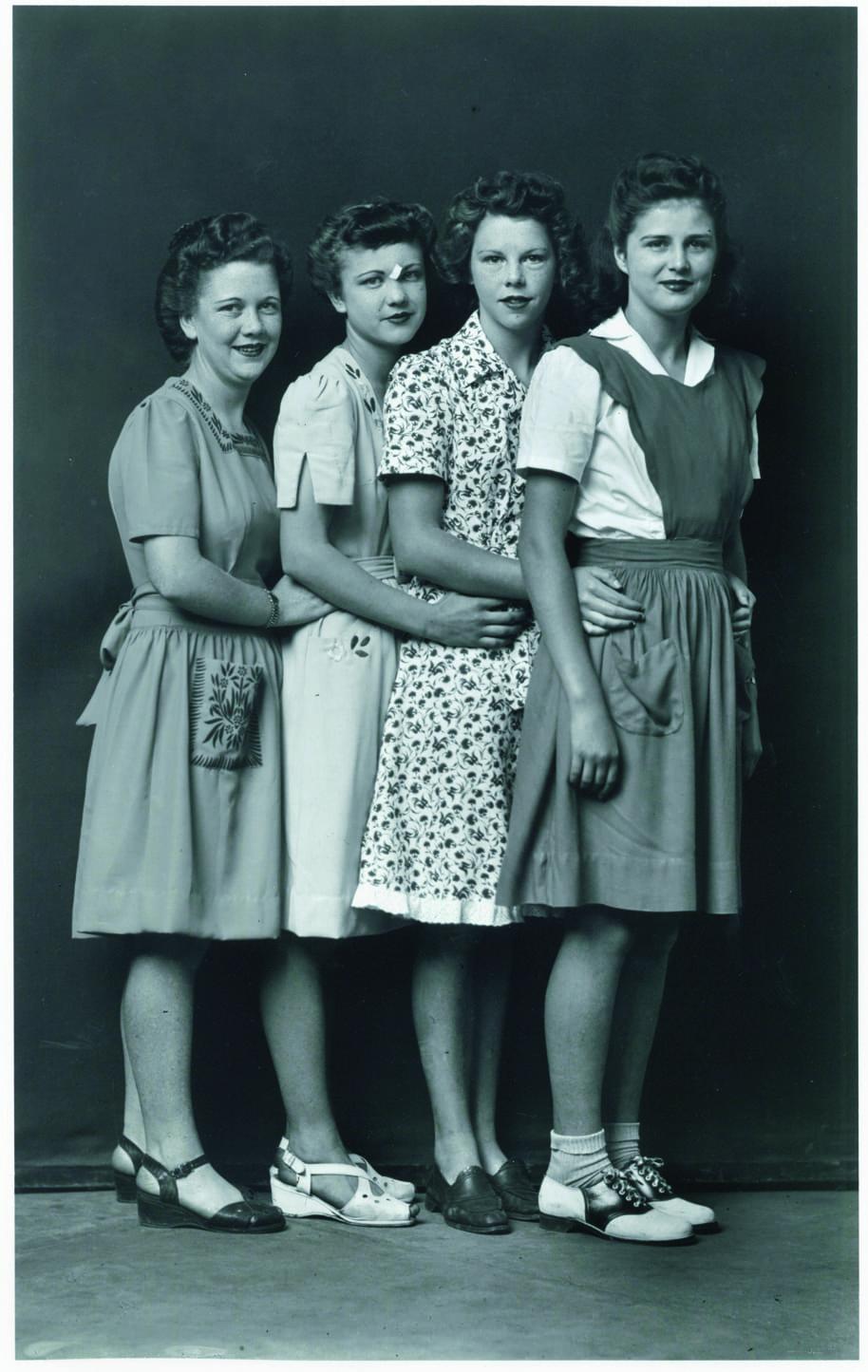 Mike Disfarmer, Senza titolo (Quattro sorelle), 1939-1945