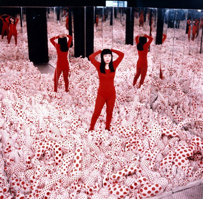 Yayoi Kusama, Infinity Mirror Room – Phalli's Field, 1965. ©Yayoi Kusama, Courtesy: Ota Fine Arts, Victoria Miro