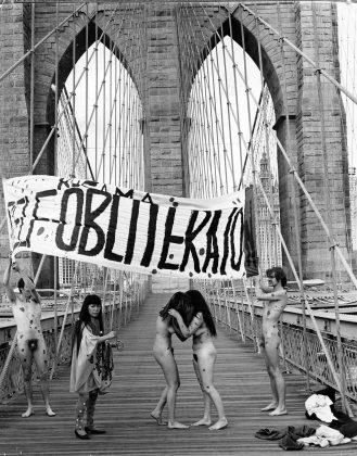 """Yayoi Kusama, """"Anti-War"""" naked happening and flag-burning on the Brooklyn Bridge, 1968. ©Yayoi Kusama"""