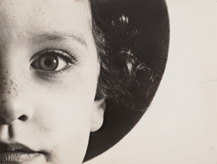Max Burchartz, Lotte (Eye), 1928, Stampa alla gelatina ai sali d'argento, 30.2 x 40 cm, The Museum of Modern Art, New York, Thomas Walther Collection. Acquired through the generosity of Peter Norton © 2021, ProLitteris, Zürich - Digital Image © 2021 The Museum of Modern Art, New York/Scala, Florence