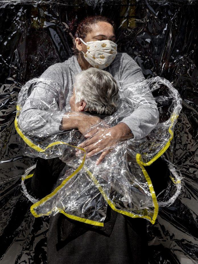 The First Embrace © Mads Nissen, Danimarca, Politiken/Panos Pictures World Press Photo