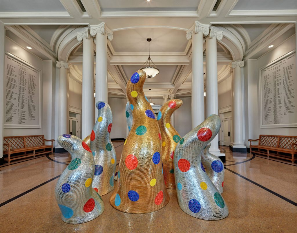 """""""Life"""" (2015), view at the New York Botanical Garden, fiberglass-reinforced plastic, tiles, and resin, installation dimensions variable. Collection of the artist, courtesy of Ota Fine Arts and David Zwirner"""