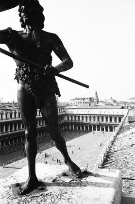 """Roberto Gabetti, """"Venezia. Piazza San Marco dalla Torre dell'Orologio"""", 1950."""