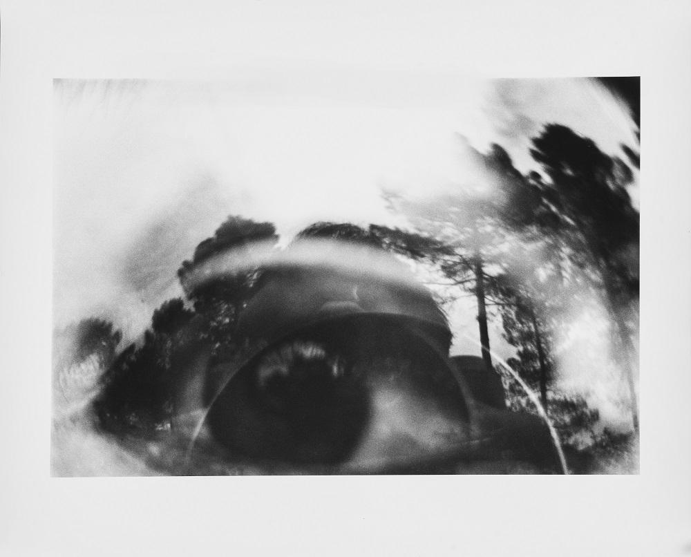 Luca Maria Patella Occhio nel paesaggio, immagine oggettiva-riflessa (l'estremo limite della Visione), 1965 stampa ai sali d'argento su carta baritata 40,5x50,5 cm © Luca Maria Patella, courtesy Archivio Patella, Roma