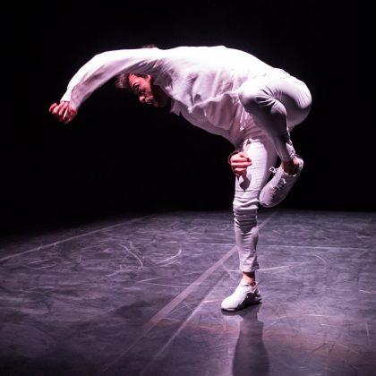 Il danzatore Filippo Domini nella sua performance Fu_jpg