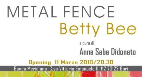 Betty Bee – Metal Fence. Un racconto a maglie strette
