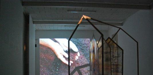 Alina Mnatsakanian / Laura Solari – I riflessi dell'acqua leniscono i segni