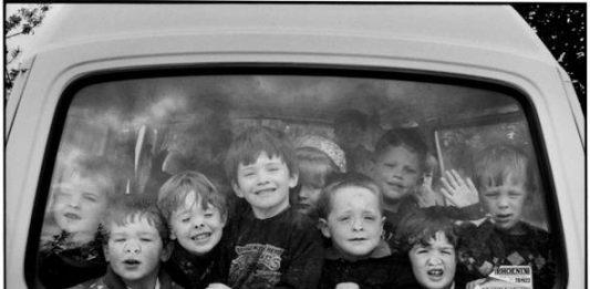 Elliott Erwitt – Fifty kids