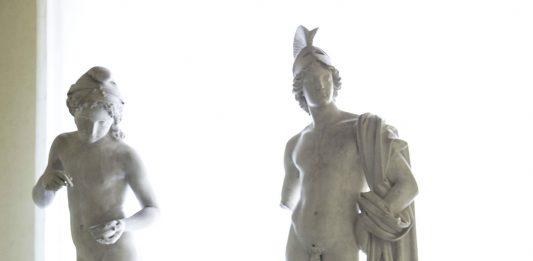 Francesco Cremoni-Le varie forme di Afrodite. Un viaggio nel femminile scolpito nel marmo