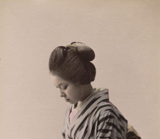 Bellezza e lontananza. Immagini femminili nella fotografia giapponese di souvenir dell'Ottocento