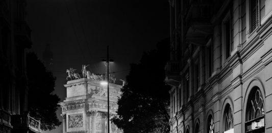 La città di mezzo. Milano nel mirino di Basilico, Mulas, Orsi, Migliori, Merisio, Bella, Romano, Ruggeri, Cattani, Pion, Centonze