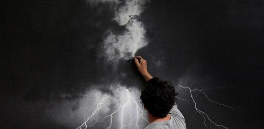 Elvio Chiricozzi – Carichi di chiaro in notte acre