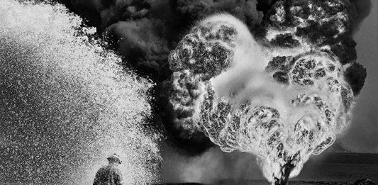 Sebastião Salgado – Kuwait. Un deserto in fiamme