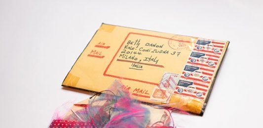 Amelia Etlinger / Betty Danon – Hello Amelia! (please do not bend)