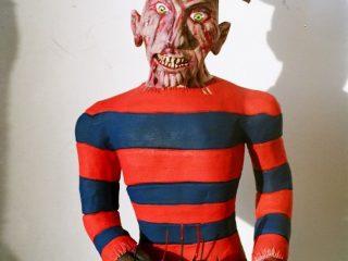 Freddy Kruger - il male  Divo dannato del cinema Horror contemporaneo. Realizzato con argilla rossa di Montelupo e dipinto da S. Marchesini con acrilici. (11/2004)