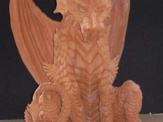 DRAGO GUARDIANO  Dragone realizzato in argilla rossa di Montelupo (Toscana), in attesa di dipintura con acrilici, (10/2005, H = 50 cm)
