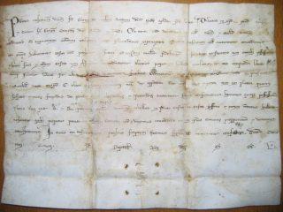 Pergamena del 1250 riportante la concessione della costruzione delle mura conservata nell'archivio comunale di San Ginesio (MC)