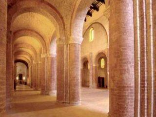 Interno della chiesa della abbazia cistercense di S.Maria di Chiaravalle di Fiastra (MC)  XII secolo