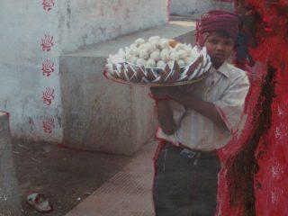 Il vassoio di dolci indiani