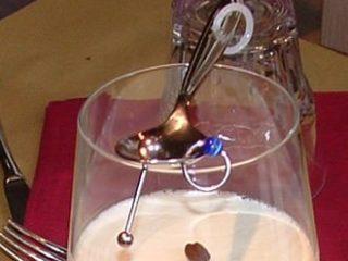 New Dada Design: cucchiaio con piercing.