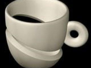 La Tazzina Superleggera è un omaggio alla sedia superleggera di Gio Ponti, con la quale lei ama trascorrere piacevoli serate in compagnia, prendendo un caffè leggero e spiritoso.