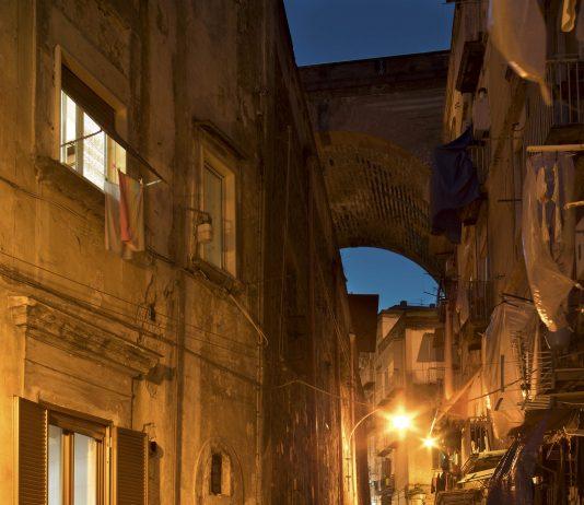 Vertebre di Lava. Le scale di Napoli nei secoli di Renato Attanasio