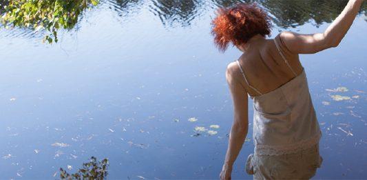 Francesca Della Toffola – Eccolo Narciso spaventato specchiarsi nella luce